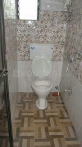 वरली में साई मिलन सीएचएस के बाथरूम की तस्वीर