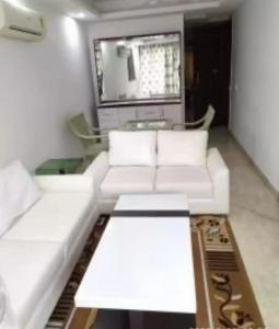 Gallery Cover Image of 1800 Sq.ft 3 BHK Independent Floor for rent in East of Kailash Block D RWA, East Of Kailash for 45000