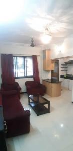 Gallery Cover Image of 650 Sq.ft 1 BHK Apartment for rent in Golden Valley, Santacruz East for 35000