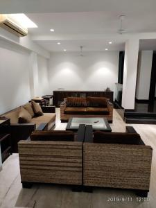 Gallery Cover Image of 7000 Sq.ft 5 BHK Villa for rent in Andheri West for 500000