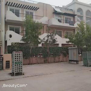 Gallery Cover Image of 1400 Sq.ft 3 BHK Apartment for rent in Sector 81 for 13000