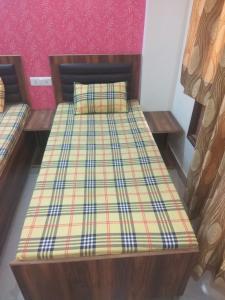 Bedroom Image of Rathee Girls PG In Sector 47,38,47,49 Near Rajiv Chowk, Subhash Chowk, Sohna Road Gurgaon in Sector 47