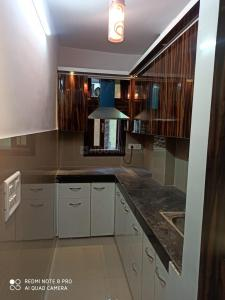 Gallery Cover Image of 750 Sq.ft 3 BHK Apartment for buy in Dwarka Mor for 3800000