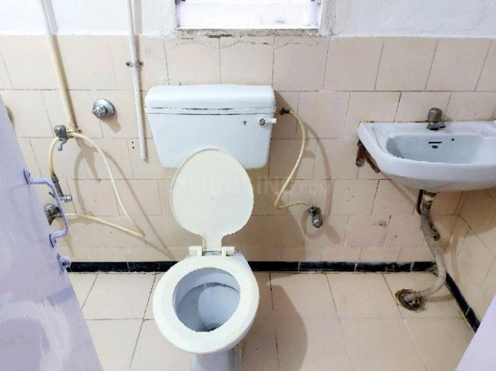 विमान नगर में फ़ेम पीजी के बाथरूम की तस्वीर