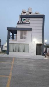 Gallery Cover Image of 598 Sq.ft 1 RK Independent Floor for buy in Bhudhan Ganraj Heights, Uruli Devachi for 2100000