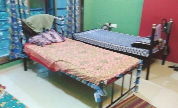 मुलुंड वेस्ट में पीजी भांडूप में बेडरूम की तस्वीर