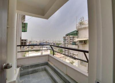 Gallery Cover Image of 2000 Sq.ft 3 BHK Apartment for rent in Nebula Tower, Bodakdev for 30000