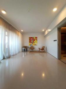 Gallery Cover Image of 1500 Sq.ft 3 BHK Apartment for buy in Santacruz West for 89000000