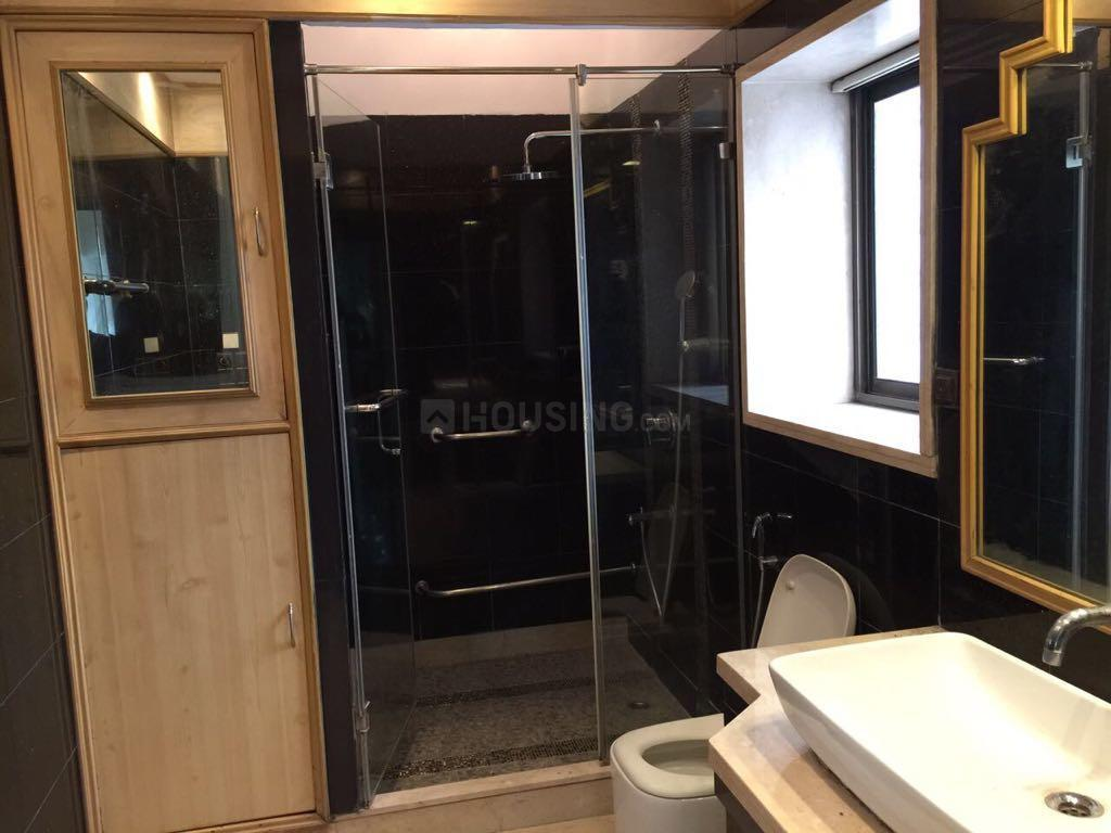 Common Bathroom Image of 3500 Sq.ft 4 BHK Independent House for rent in Alipore for 250000