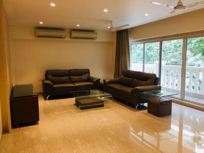 Gallery Cover Image of 2160 Sq.ft 3 BHK Apartment for rent in Juhu for 375000