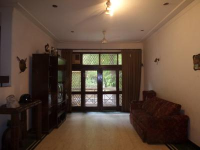 Gallery Cover Image of 1800 Sq.ft 3 BHK Independent Floor for buy in Defence Colony for 40000000