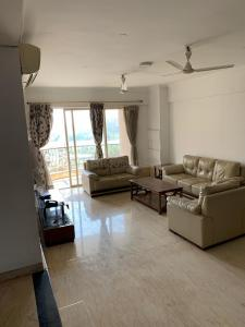 Gallery Cover Image of 2900 Sq.ft 4 BHK Apartment for rent in Powai for 168000