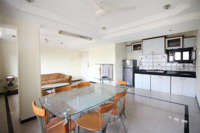 Gallery Cover Image of 800 Sq.ft 1 BHK Apartment for rent in Santacruz West for 65000