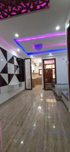 Gallery Cover Image of 600 Sq.ft 2 BHK Independent Floor for buy in Dwarka Mor for 3800000
