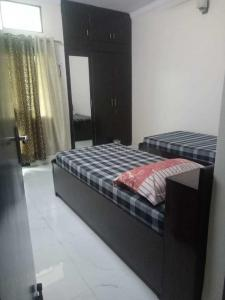 Gallery Cover Image of 1750 Sq.ft 3 BHK Apartment for rent in Sector 13 Dwarka for 35000