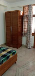 Gallery Cover Image of 650 Sq.ft 1 BHK Apartment for rent in DDA Flats Vasant Kunj, Vasant Kunj for 22000
