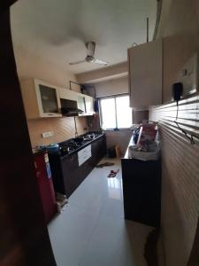 Gallery Cover Image of 800 Sq.ft 2 BHK Apartment for buy in Malad West for 16500000