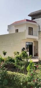 Gallery Cover Image of 615 Sq.ft 1 BHK Independent House for buy in Noida Extension for 1725000