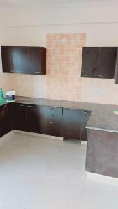 Gallery Cover Image of 1500 Sq.ft 3 BHK Apartment for rent in Maxblis White House II, Sector 75 for 20500