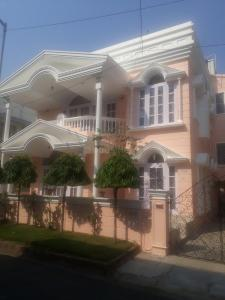 Gallery Cover Image of 3400 Sq.ft 6 BHK Independent House for rent in Salt Lake City for 130000