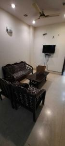 Gallery Cover Image of 1170 Sq.ft 2 BHK Independent Floor for rent in East Of Kailash for 50000