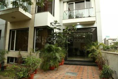 Gallery Cover Image of 1360 Sq.ft 2 BHK Independent Floor for rent in Sector 10A for 15500