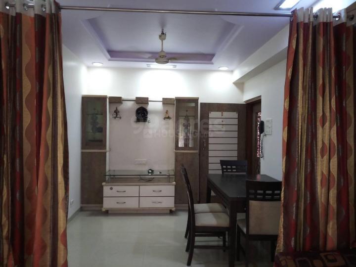 पवई में लूकिंग फ़ॉर फ्लैटमेट के लिविंग रूम की तस्वीर
