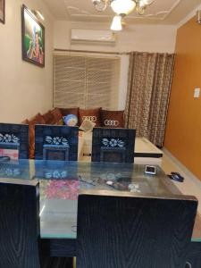 Gallery Cover Image of 1100 Sq.ft 2 BHK Apartment for rent in Sector 12 Dwarka for 24000