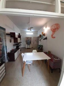 Gallery Cover Image of 510 Sq.ft 1 BHK Apartment for rent in Colaba for 65000