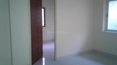 Gallery Cover Image of 1500 Sq.ft 3 BHK Apartment for rent in Choolaimedu for 20000