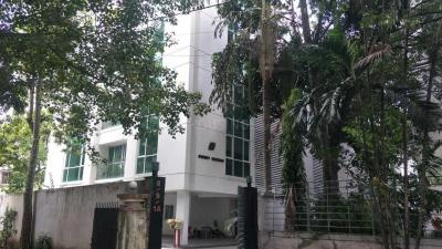 Gallery Cover Image of 3310 Sq.ft 4 BHK Apartment for rent in Alipore for 117000