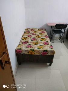 Gallery Cover Image of 500 Sq.ft 1 RK Independent Floor for rent in Ashok Vihar for 8000