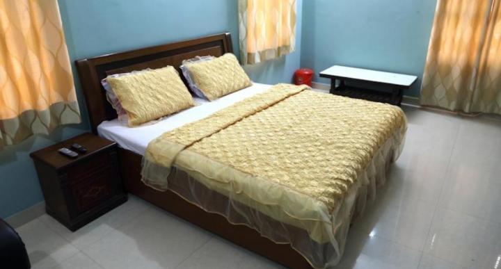 लोहिया नगर में अरोरा पीजी के बेडरूम की तस्वीर
