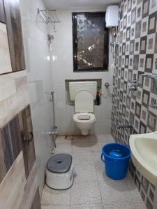 Bathroom Image of PG 4034765 Kandivali East in Kandivali East