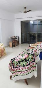 Gallery Cover Image of 1650 Sq.ft 3 BHK Apartment for rent in Thane West for 24500