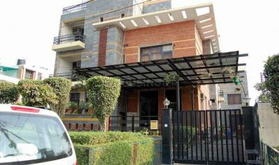 Gallery Cover Image of 2630 Sq.ft 4 BHK Apartment for rent in Phi III Greater Noida for 15000