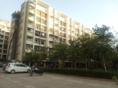 Gallery Cover Image of 400 Sq.ft 1 BHK Apartment for rent in Spring Grove Uno Society, Kandivali East for 17500