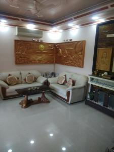 Gallery Cover Image of 1200 Sq.ft 3 BHK Apartment for rent in Kurla West for 100000