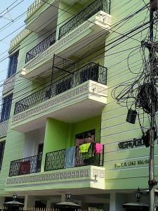 Gallery Cover Image of 450 Sq.ft 1 BHK Apartment for buy in Behala for 2025000
