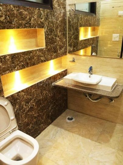 Common Bathroom Image of 1800 Sq.ft 3 BHK Independent Floor for rent in Hari Nagar for 45000