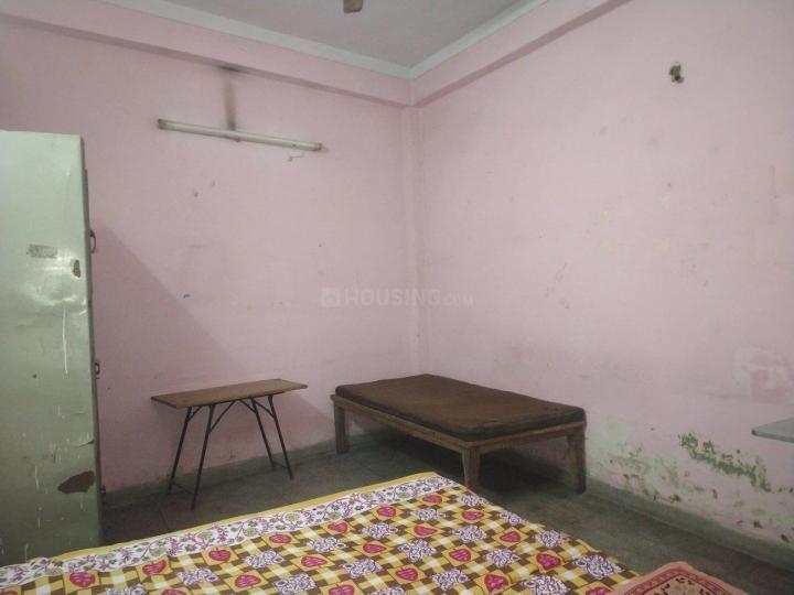 लक्ष्मी नगर में विवहा पीजी के बेडरूम की तस्वीर