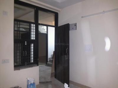 Gallery Cover Image of 560 Sq.ft 2 BHK Apartment for rent in Sector 4 Rohini for 9500