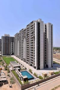 Gallery Cover Image of 1876 Sq.ft 3 BHK Apartment for buy in Shela for 9700000