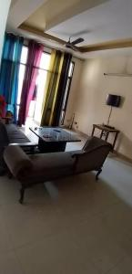 Gallery Cover Image of 1080 Sq.ft 2 BHK Apartment for rent in Jaipuria Sunrise Greens Apartment, Ahinsa Khand for 14000