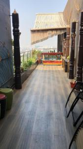 Gallery Cover Image of 1250 Sq.ft 3 BHK Apartment for rent in Rustomjee Oriana, Bandra East for 200000