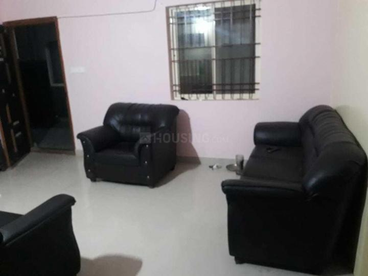 जे2ईई पीजी इन महादेवपुरा के लिविंग रूम की तस्वीर