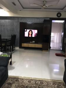 Gallery Cover Image of 1250 Sq.ft 2 BHK Apartment for rent in Nerul for 50000
