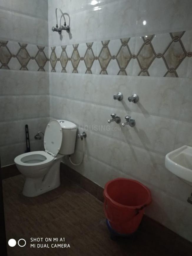 Common Bathroom Image of 1350 Sq.ft 3 BHK Independent Floor for rent in Sector 23 Dwarka for 30000