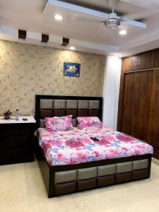 Gallery Cover Image of 2700 Sq.ft 4 BHK Independent Floor for buy in Mansarover Garden for 32500000