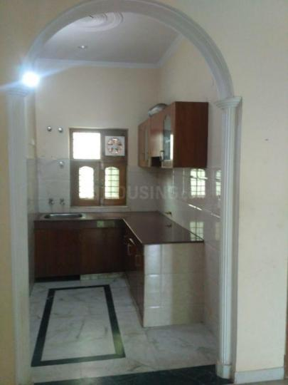 Kitchen Image of 1100 Sq.ft 2 BHK Independent Floor for rent in Ansal Sushant Apartment, Sushant Lok I for 20000